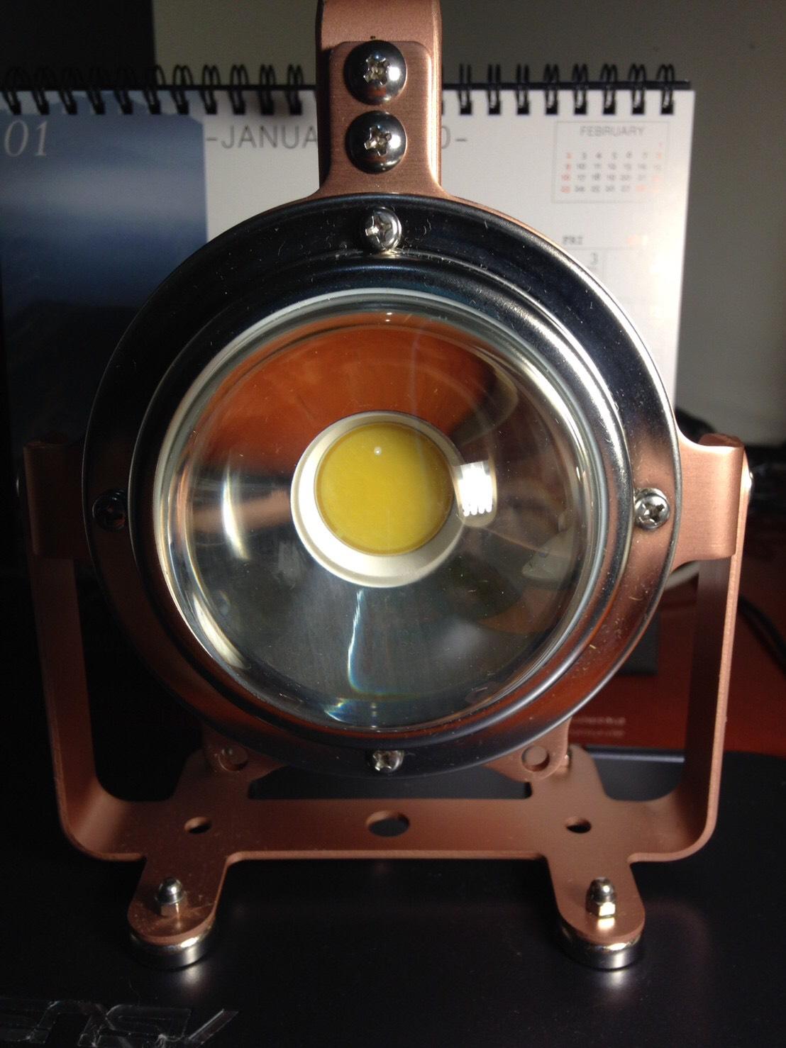 行動照明 兩段式磁吸手提型手電筒 ML-03